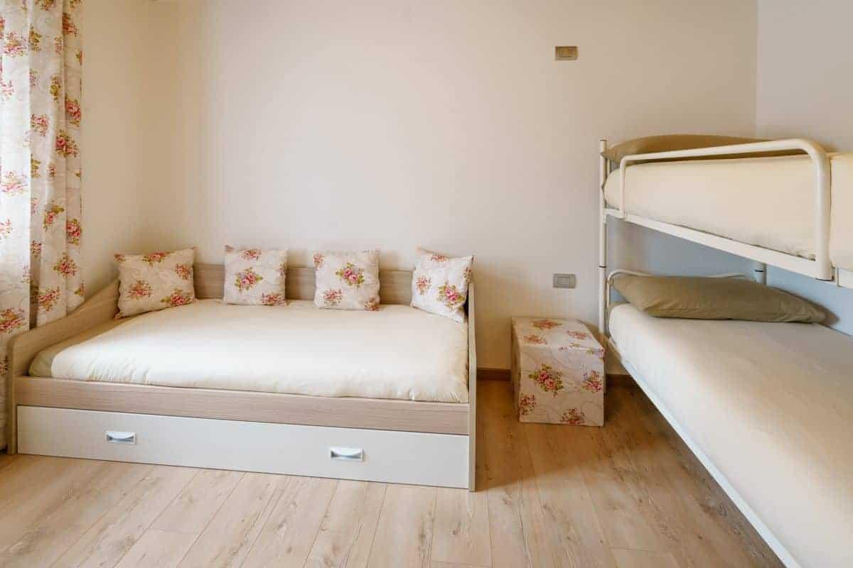 Slaapkamer met stapelbed en uittrekbed Villa Sweet Home Colico