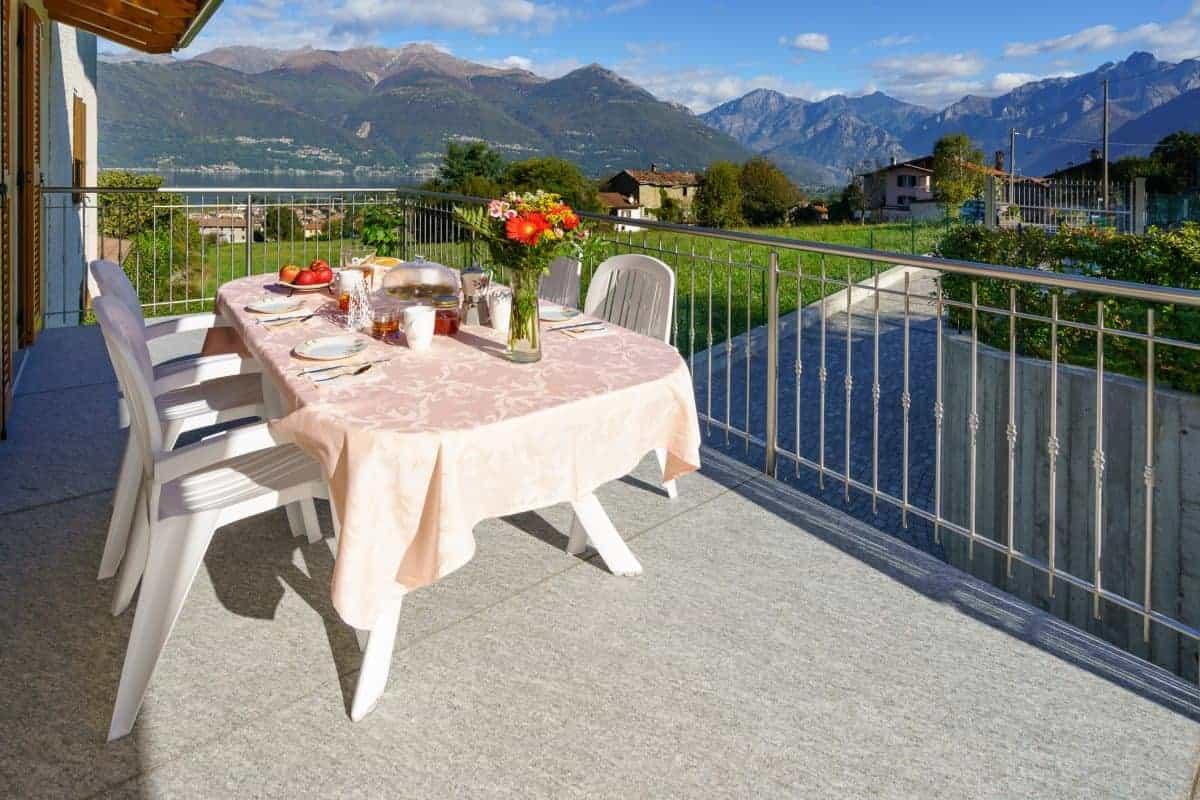 Terras met uitzicht op het Comomeer - Villa Sweet Home Colico
